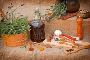 torra och färska kryddor - smaksättning foto