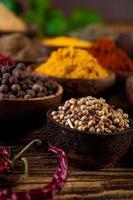 traditionella orientaliska dem med kryddor foto