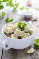 ryska dumplings och vitlök foto