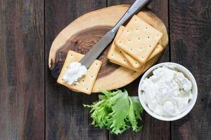 saltkakor, sallad och ricotta foto