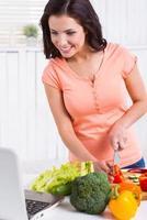 matlagning efter recept. foto