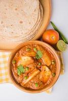 potatis curry eller aalu masala eller aaloo masala foto
