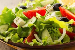 grekisk sallad i plattan foto