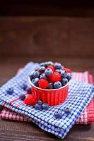 hallon och blåbärsfrukter.