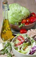 lätt grönsaksallad foto