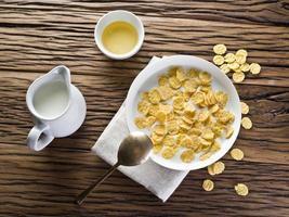 cornflakes spannmål och mjölk. foto