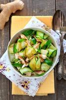 orientalisk sallad med gurka och chichen foto