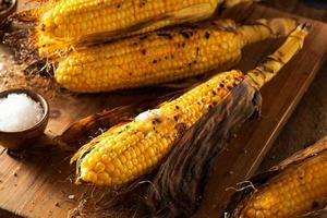 grillad majs på kolven foto
