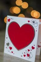 kort med röda hjärtan för alla hjärtans dag foto