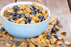 cornflakes och färska blåbär foto