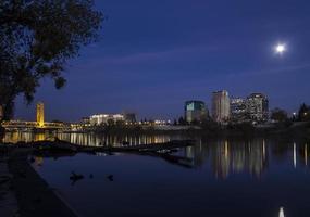 natt utsikt över Sacramento foto