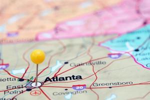 Atlanta fästs på en karta över USA foto