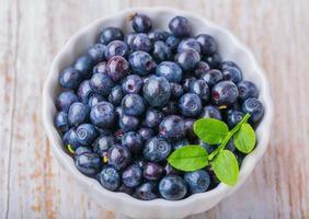 skål med blåbär foto