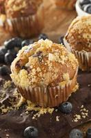hemlagade blåbärmuffins till frukost foto
