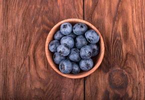 blåbär i en skål foto