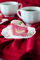 rosa kakapudding för st. alla hjärtans dag