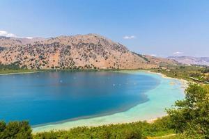 sötvattensjön i byn kavros på Kreta, Grekland foto