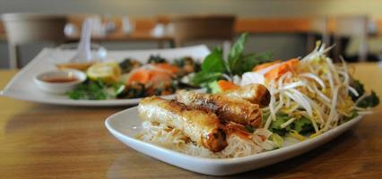 vietnamesisk måltid tillsammans foto