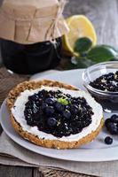 blåbärsylt på bröd foto