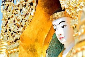 buddha från kyauktang yay le pagoda foto