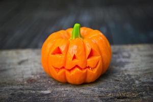 pumpa halloween på trä foto