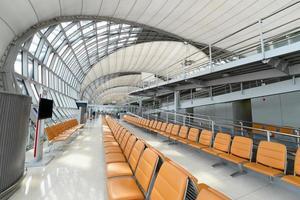 flygplatsens avgångsport foto