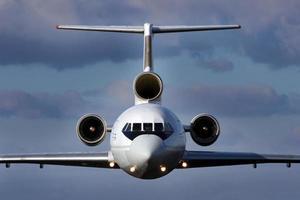 flygplan under flygning foto
