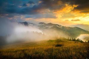 fantastiskt bergslandskap foto