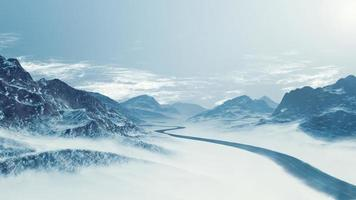 snöig bergslandskap