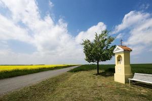 landskap med ett kapell foto