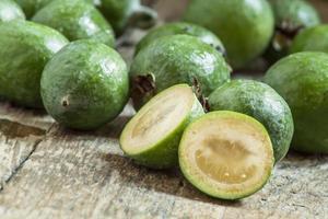 skivor av färsk ananas guava
