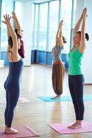 stretching armar foto