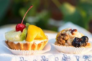 tartlets med frukt foto