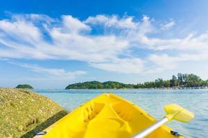 framför kajakpaddling, havet vid den lipe ön foto