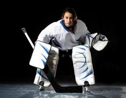 ung kvinnlig goaltender