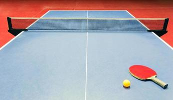 bordtennisutrustning - racket, boll och nät