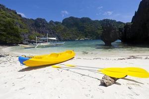 kajak på stranden