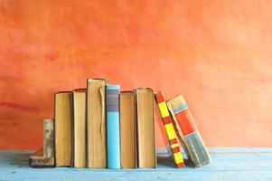 rad med vintage böcker, foto