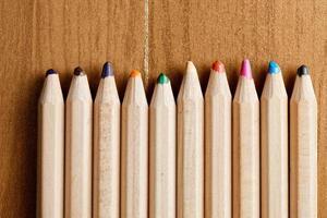 rad med pennor närbild foto