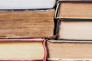 rad med gamla böcker bakgrund foto