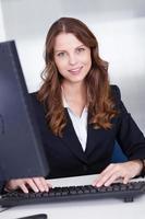 leende sekreterare eller personlig assistent foto