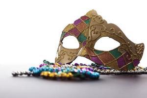 mardi gras mask och pärlor foto