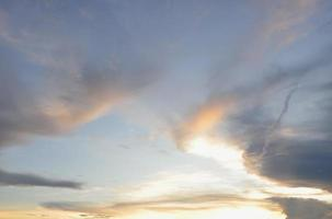 moln på himlen för bakgrund.