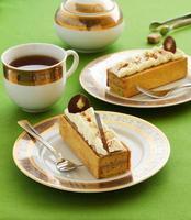 kaka med bananmuffins och banankräm foto