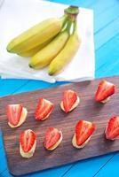 jordgubbe med banan foto