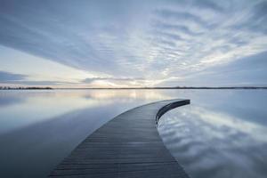 blå brygga sjö foto