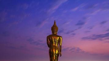 buddha staty stående foto