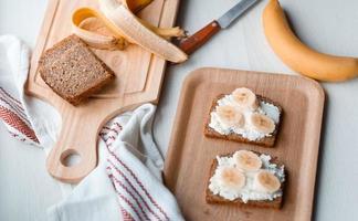 smörgås med banan foto