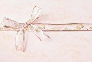slips med blommaprydnader foto