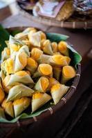 thailändsk efterrätt khanom solbränna foto